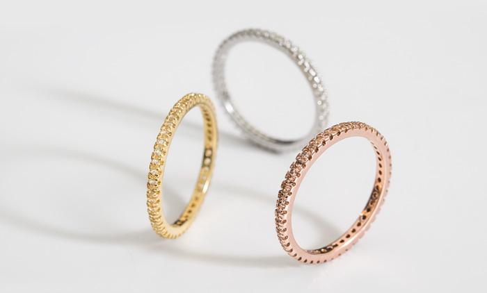 Bandringe passen sehr gut zu vielen anderen Ringen.