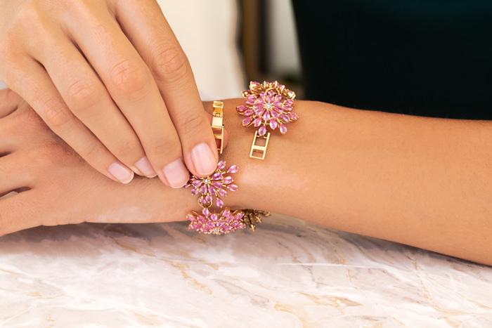 Leiterschloss an einem Armband mit Pinkfarbenen Saphiren
