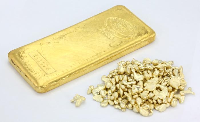 Goldbarren und kleine Nuggets