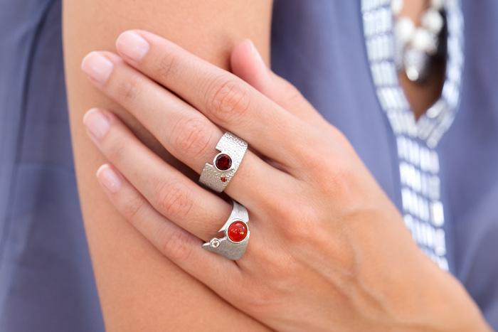 auch mehr als ein Ring an einer Hand kann getragen werden