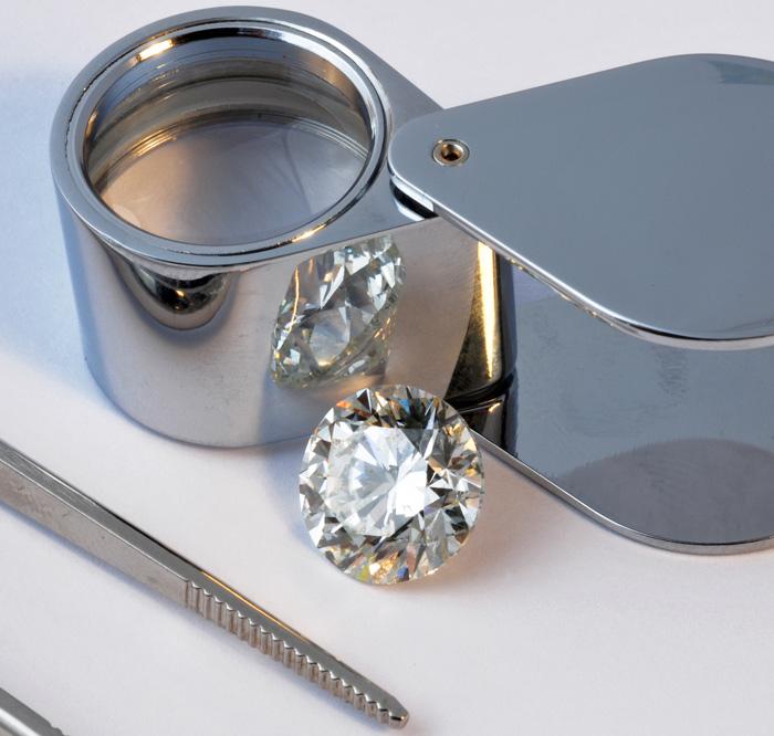 Bei der Schätzung von Edelsteinen und Schmuck sollte man nur wahren Experten befragen