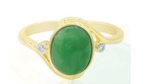 Goldring mit grünem Jadeit